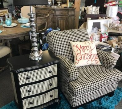Houndstooth chair and side table. Like new!