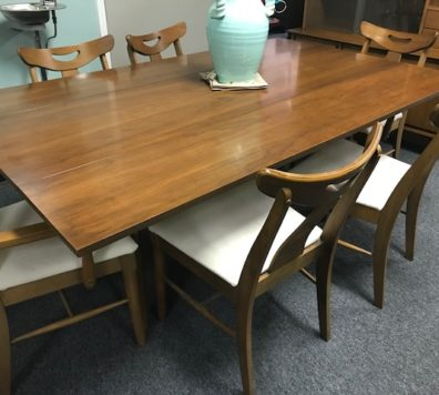 Mid Century Modern table with 8 chairs! Plus table pads!