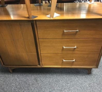 Mid Century Modern buffet! One owner - Excellent Condition