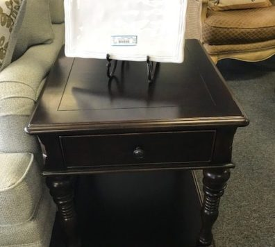 Paula Dean lift top coffee table. We have 2 side tables too