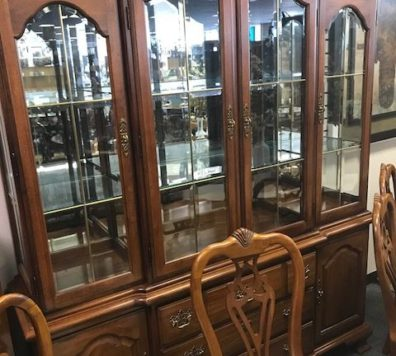 Thomasville pecan china cabinet - like new!