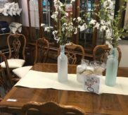 Thomasville Pecan table with 2 leaves! Excellent condition